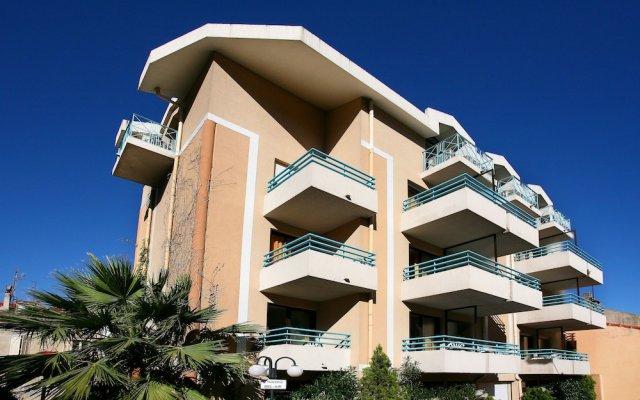 Отель Residhotel Les Coralynes Франция, Канны - 9 отзывов об отеле, цены и фото номеров - забронировать отель Residhotel Les Coralynes онлайн вид на фасад