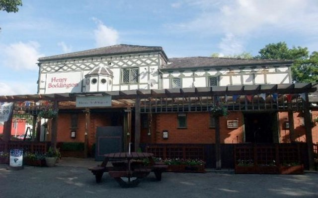 Отель Premier Inn Manchester - Swinton вид на фасад