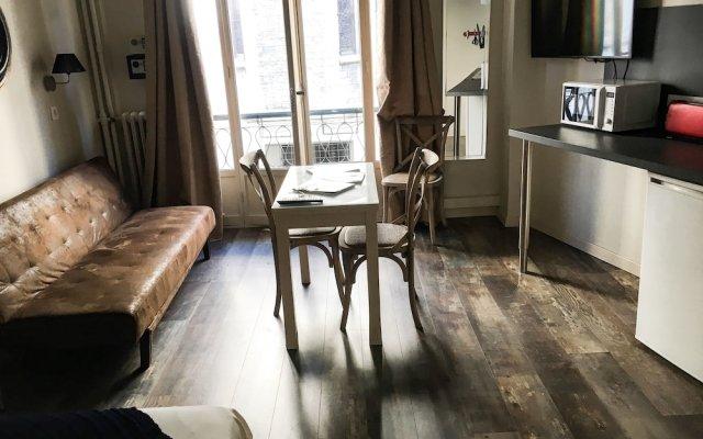 Отель Azur City Home комната для гостей