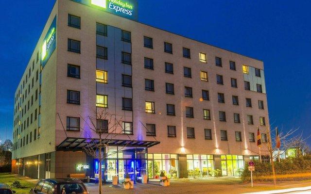 Отель Holiday Inn Express Düsseldorf City North вид на фасад