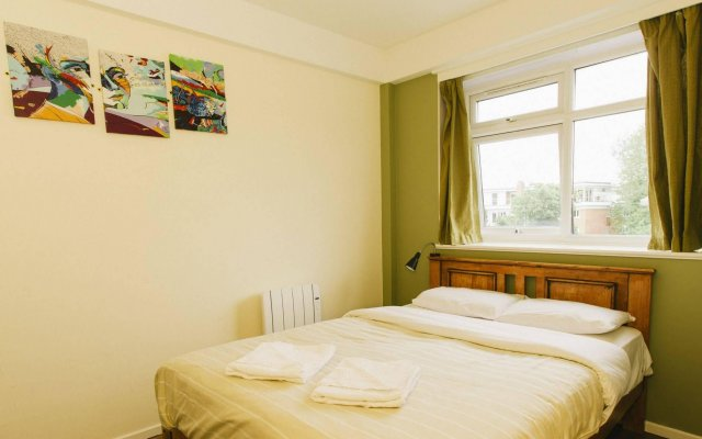 Отель Palmers Lodge Hillspring At Willesden Green вид на фасад