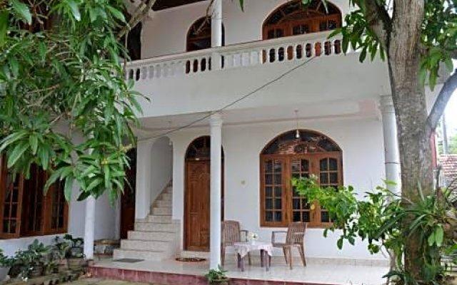 Отель Welcome Family Guest House Шри-Ланка, Бентота - отзывы, цены и фото номеров - забронировать отель Welcome Family Guest House онлайн вид на фасад