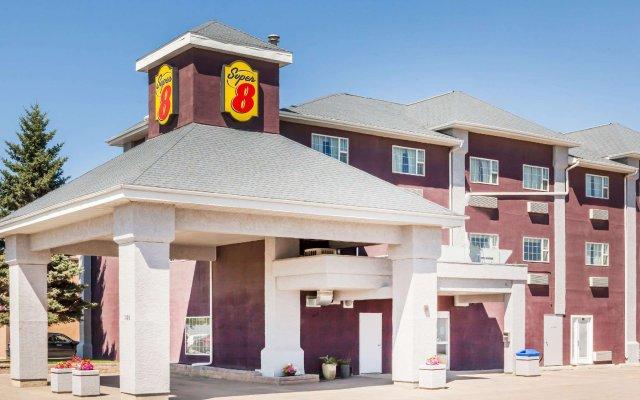 Отель Super 8 by Wyndham Saskatoon Near Saskatoon Airport вид на фасад