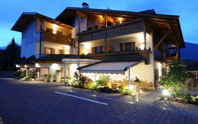 Hotel FleurAlp Чермес вид на фасад