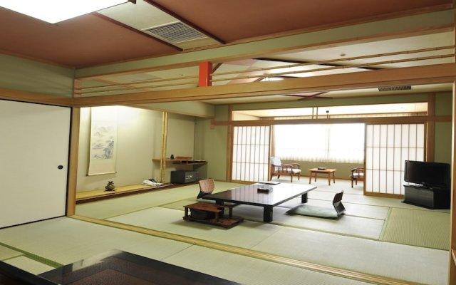 Отель Enjoy The Night View Of Nagasaki And Shippoku Cuisine | Nissho Cans New Wing Baishokaku Нагасаки комната для гостей
