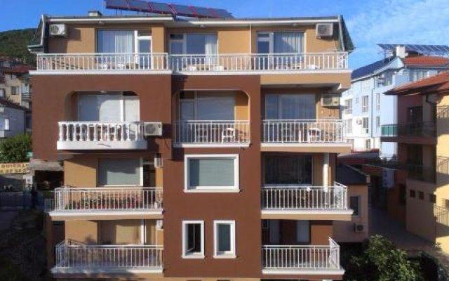 Отель Guest House Rona Свети Влас вид на фасад