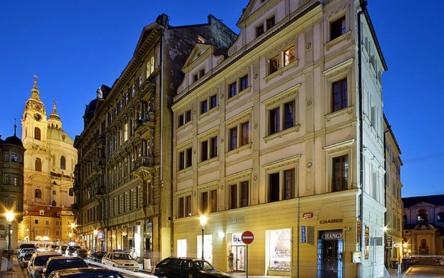 Отель The Charles вид на фасад