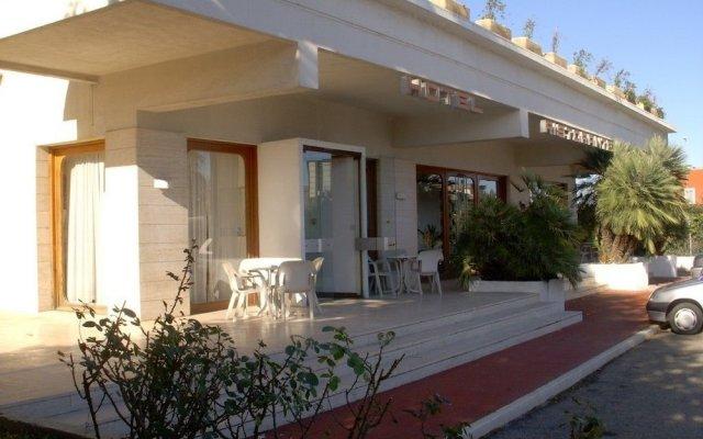 Siris Hotel Нова-Сири вид на фасад