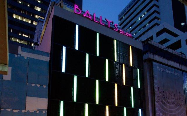 Отель Bally Suite Silom вид на фасад