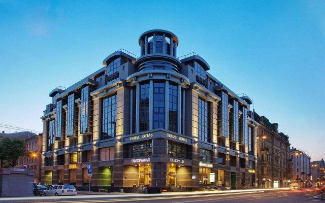 Гранд Отель Эмеральд вид на фасад