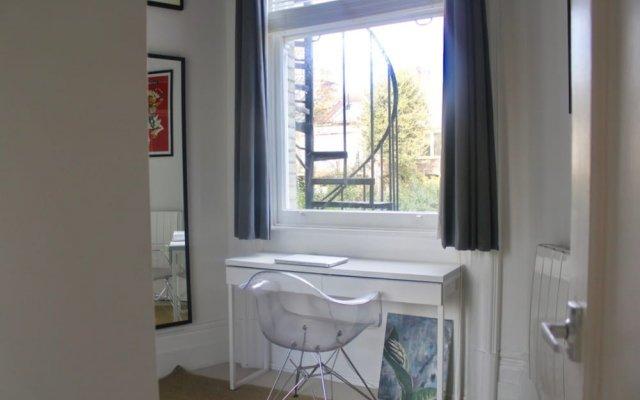 Отель Stylish 1 Bedroom Flat in the Heart of Hove комната для гостей