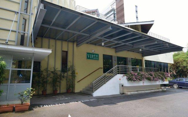 VIP Hotel вид на фасад