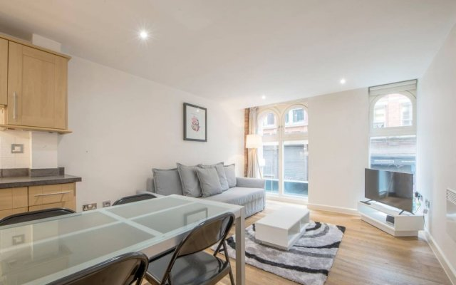 Апартаменты 1 Bedroom Apartment in Northern Quarter комната для гостей
