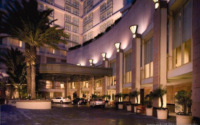 Omni Los Angeles Hotel at California Plaza вид на фасад