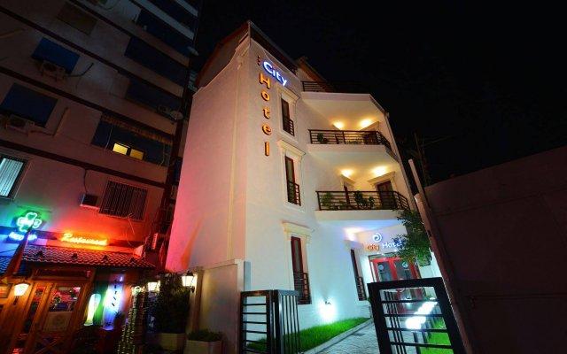 City Hotel Tirana вид на фасад