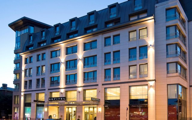 Отель Sofitel Brussels Europe вид на фасад
