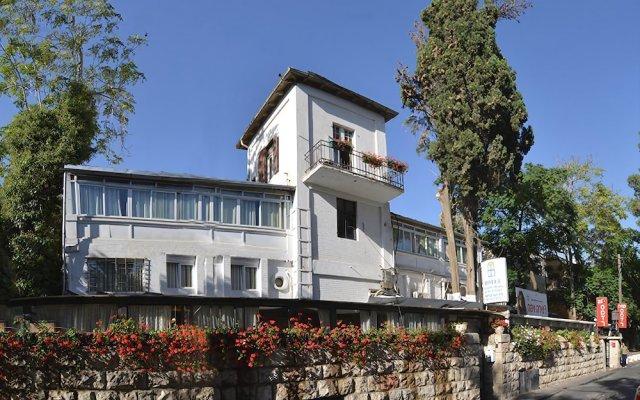 Отель Little House In The Colony Иерусалим вид на фасад