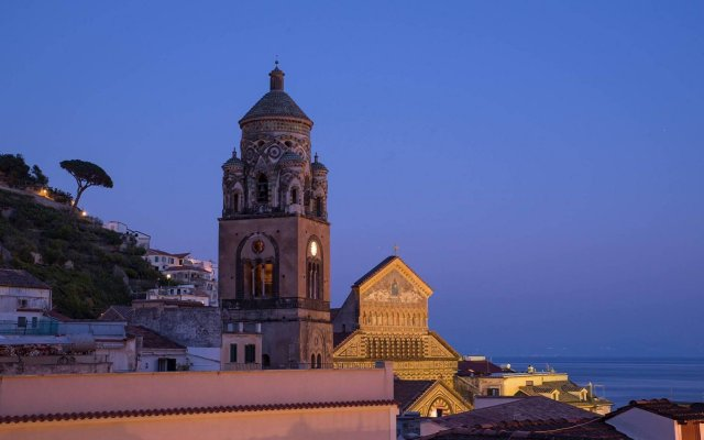 Отель Amalfi Hotel Италия, Амальфи - 1 отзыв об отеле, цены и фото номеров - забронировать отель Amalfi Hotel онлайн вид на фасад