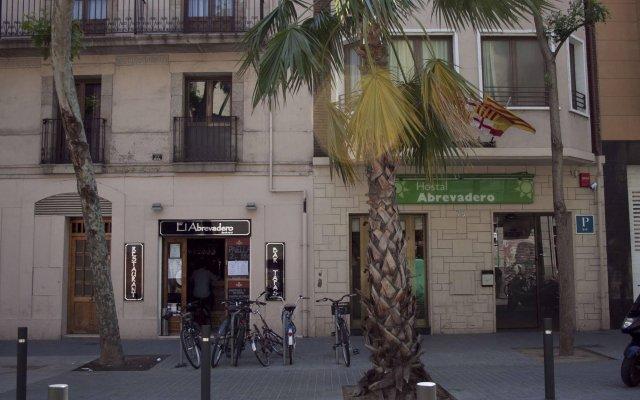 Отель Hostal Abrevadero вид на фасад