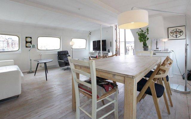 Отель Copenhagen Houseboat комната для гостей