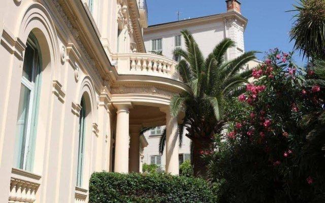 Отель Hôtel Vendôme вид на фасад