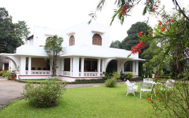 Отель Margaret Villa Канди вид на фасад
