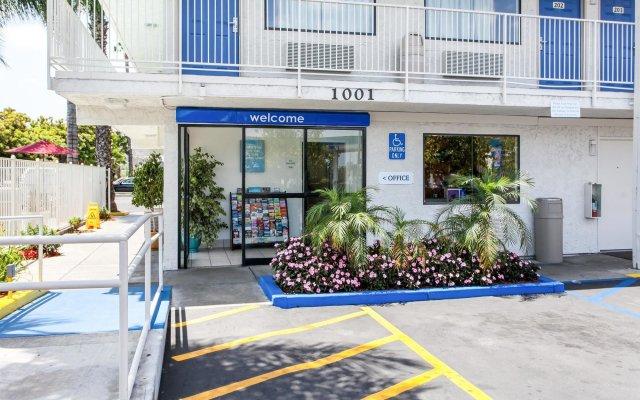 Отель Motel 6 Rosemead, CA - Los Angeles США, Роузмид - отзывы, цены и фото номеров - забронировать отель Motel 6 Rosemead, CA - Los Angeles онлайн вид на фасад