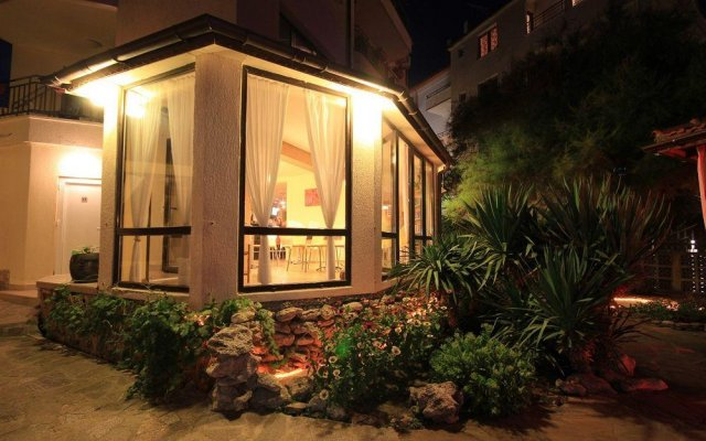 Отель Coral Болгария, Аврен - отзывы, цены и фото номеров - забронировать отель Coral онлайн вид на фасад