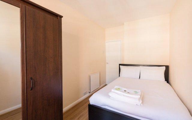 Отель Eson2 - The Martlett Court Residence II комната для гостей