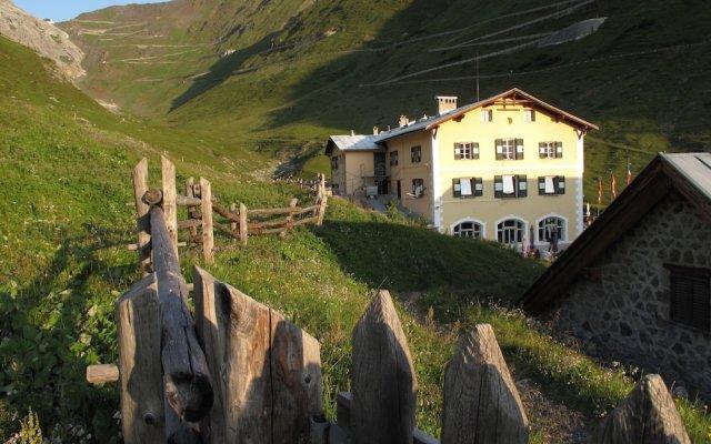 Отель Berghotel Franzenshöhe Стельвио вид на фасад