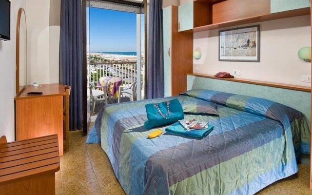 Hotel Aragosta Римини комната для гостей