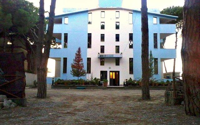 Argjendi Hotel Голем вид на фасад