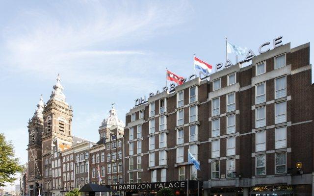 Отель NH Collection Amsterdam Barbizon Palace вид на фасад