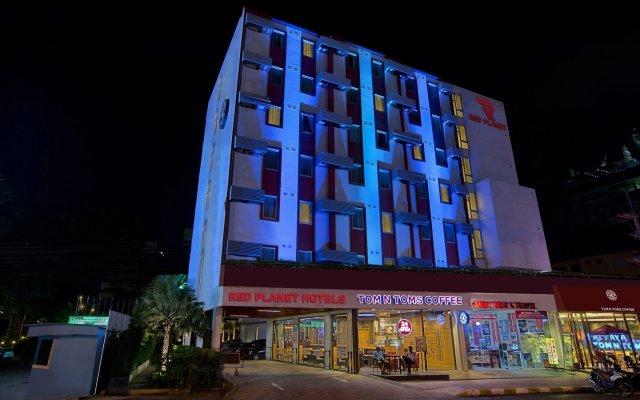 Отель Red Planet Pattaya Таиланд, Паттайя - 12 отзывов об отеле, цены и фото номеров - забронировать отель Red Planet Pattaya онлайн вид на фасад