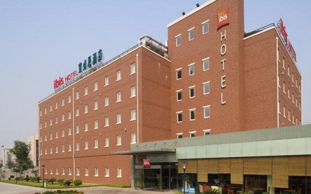 Отель Ibis Huangpu Zhongshan вид на фасад
