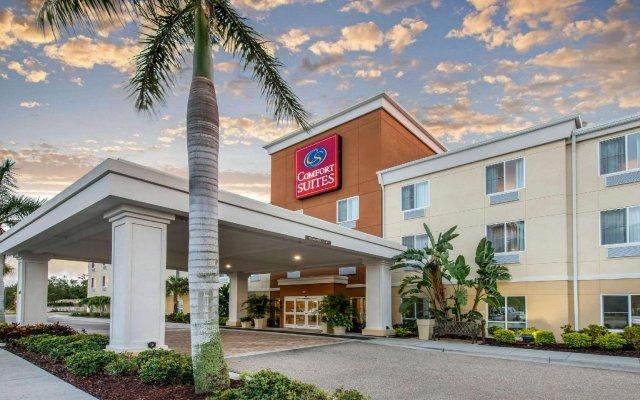 Отель Comfort Suites Sarasota - Siesta Key вид на фасад