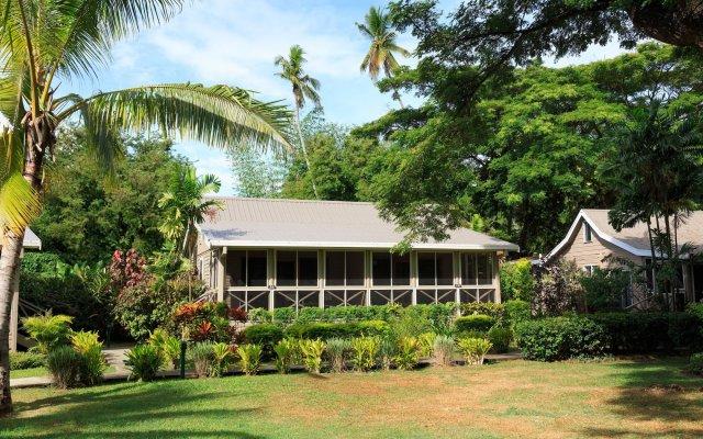 Отель First Landing Beach Resort & Villas вид на фасад