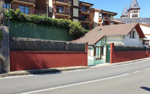 Отель Hsuites96- Villa Unifamiliar- Parking Gratis Сан-Себастьян вид на фасад