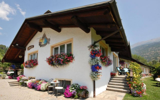 Отель La Roche Италия, Аоста - отзывы, цены и фото номеров - забронировать отель La Roche онлайн вид на фасад