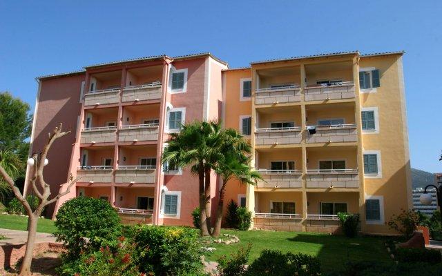 Отель Aparthotel Cabau Aquasol Испания, Пальманова - 1 отзыв об отеле, цены и фото номеров - забронировать отель Aparthotel Cabau Aquasol онлайн вид на фасад