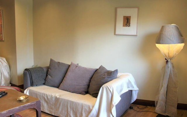 Elegant & Cozy Central Apt - 5' to Athens Metro St