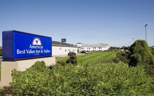 Отель Americas Best Value Inn Three Rivers вид на фасад