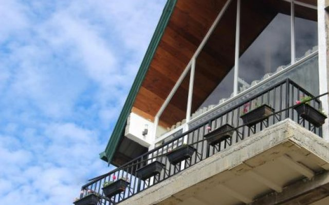 Отель Pigeons Nest вид на фасад