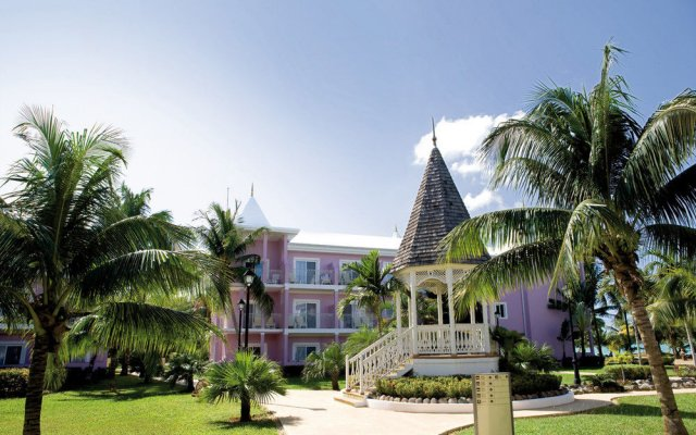 Отель RIU Palace Tropical Bay All Inclusive вид на фасад