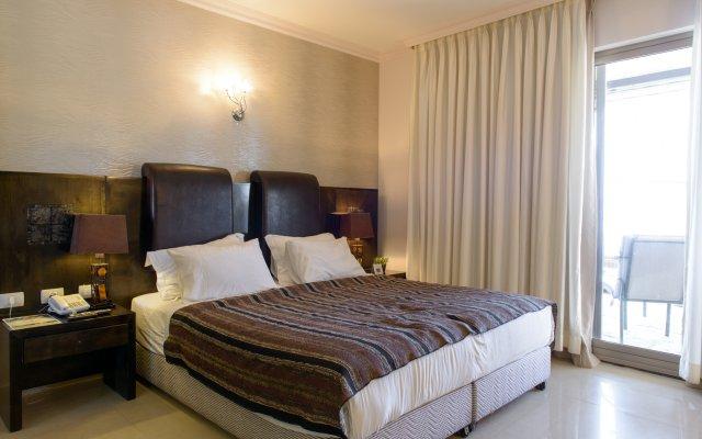 Отель Royalty Suites комната для гостей