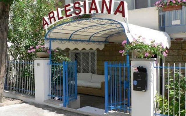 Hotel Arlesiana Римини вид на фасад