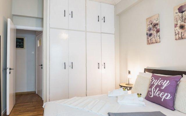 Апартаменты Comfy Koukaki Apartment комната для гостей