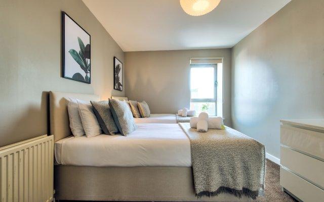 Отель City Riverview Apt Balcony & Parking Великобритания, Глазго - отзывы, цены и фото номеров - забронировать отель City Riverview Apt Balcony & Parking онлайн комната для гостей