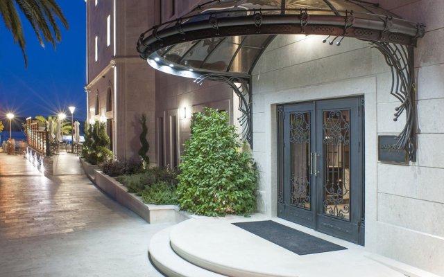 Отель Boutique Hotel La Roche Черногория, Тиват - отзывы, цены и фото номеров - забронировать отель Boutique Hotel La Roche онлайн вид на фасад