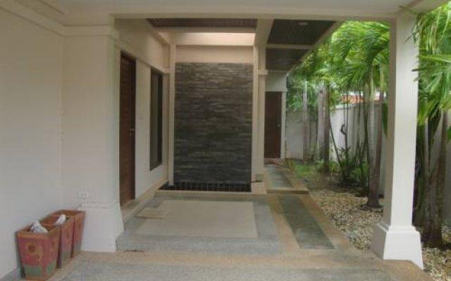 Отель Three-Bedrooms Villa Rawai Пхукет парковка